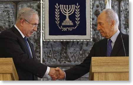 Israel's President Shimon Peres, right, shakes hands with Likud party leader Benjamin Netanyahu